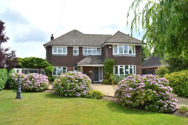 4 bed detached house to rent in Bowes Hill, Rowlands Castle