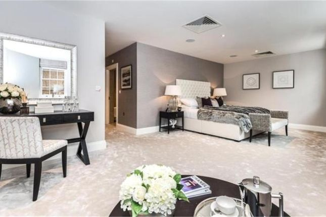 Thumbnail Flat for sale in Apartment 11, Victoria Residences, Victoria Street, Windsor, Berkshire