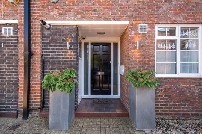 Entrance of Robert Close, Little Venice, London W9