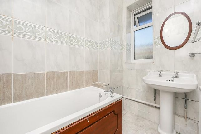 Bathroom of Windsor House, Portland Rise, London N4