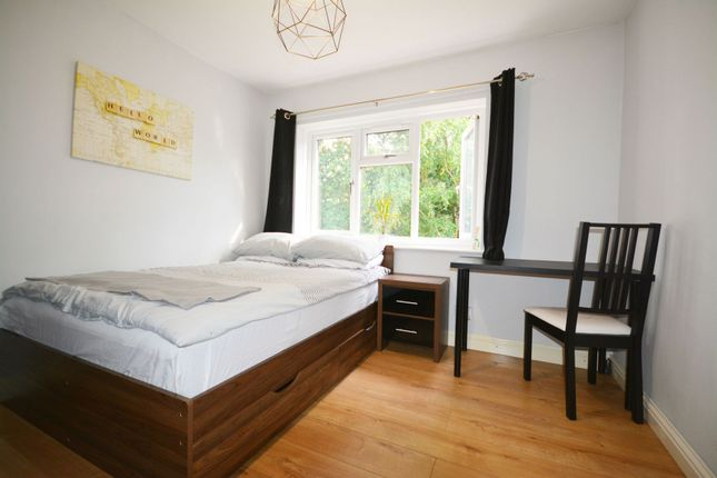 Thumbnail Room to rent in Staplehurst, Bracknell
