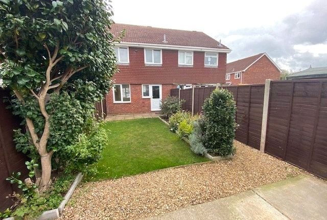 Picture No. 04 of Barlow Close, Hill Head, Fareham PO14