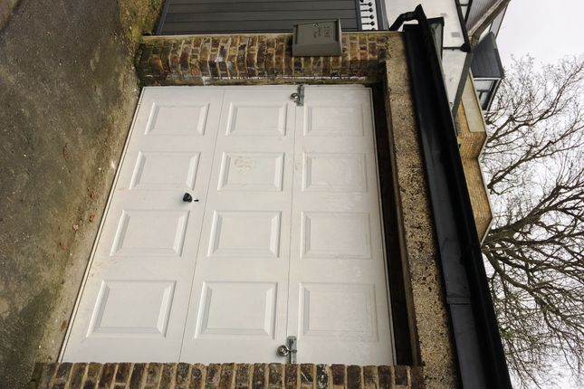 Thumbnail Parking/garage to rent in Rockells Palace, London/ Forest Hilll