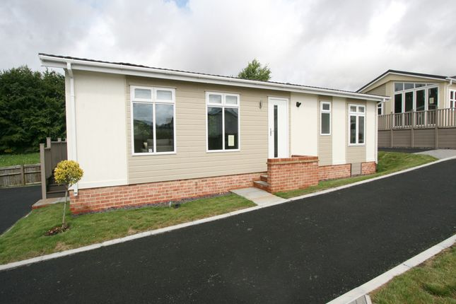 2 bed mobile/park home for sale in Ashford Road, Charing TN27
