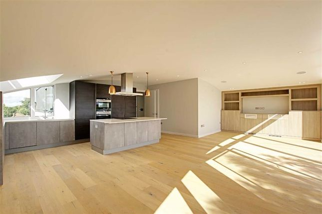 Thumbnail Flat to rent in Woodside Park Road, London