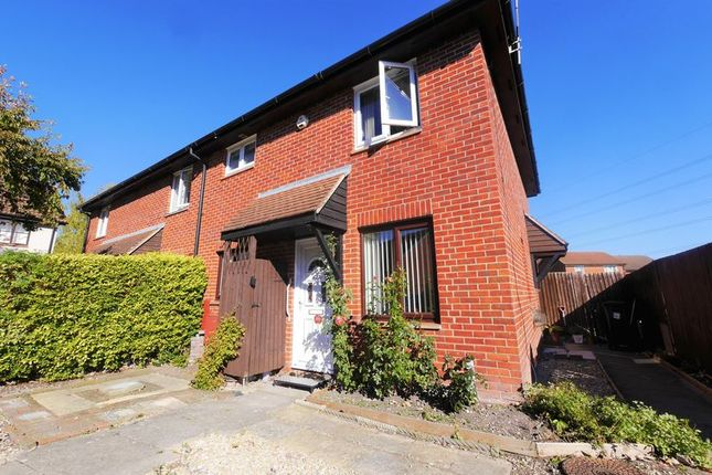 Thumbnail Property for sale in Worcester Drive, Didcot