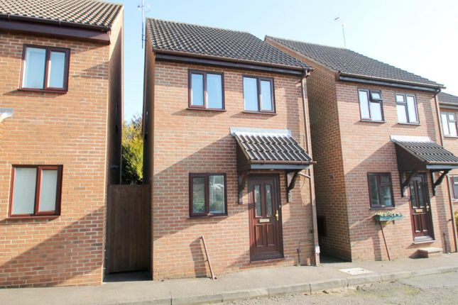 Thumbnail Detached house to rent in The Chennies, Eastmoor Park, Harpenden