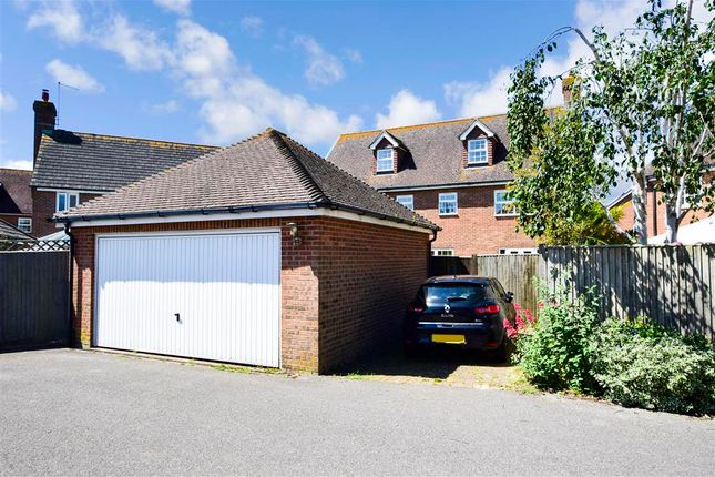 Thumbnail Detached house for sale in Oakwood Drive, Angmering, West Sussex