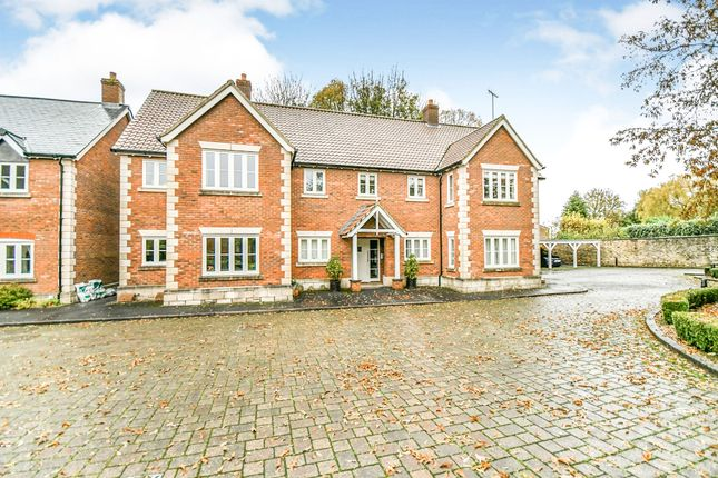 Thumbnail Flat for sale in Squires Court, Highworth, Swindon