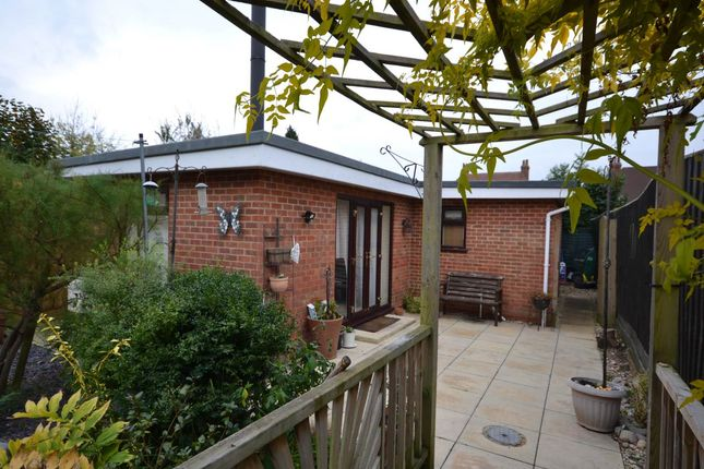 Thumbnail Bungalow to rent in Wessex Road, Didcot, Oxfordshire