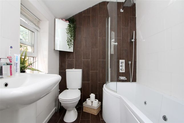 Family Bathroom of Wallace Road, Ipswich IP1