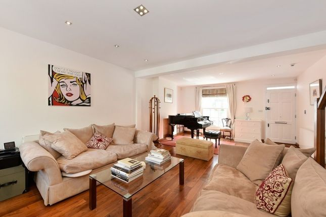 Thumbnail Property to rent in Farmer Street, Notting Hill Gate