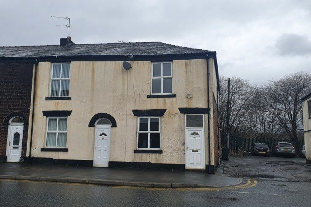 2 bed property to rent in Tottington Road, Bury BL8