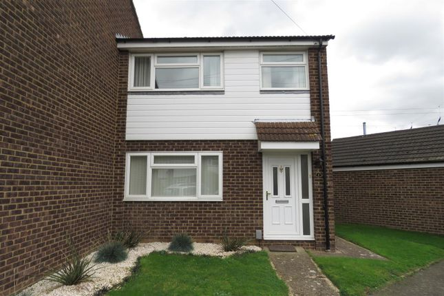 Thumbnail Semi-detached house to rent in Sycamore Close, Biggleswade