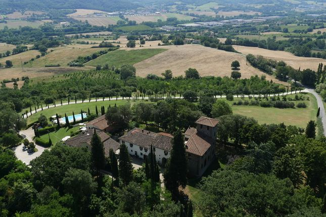 Thumbnail Villa for sale in Val D'arno, Tuscany, Italy
