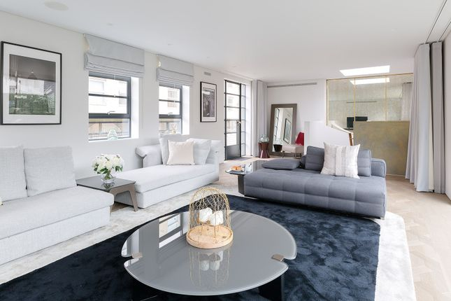 Thumbnail Duplex to rent in Royalty Mews, London