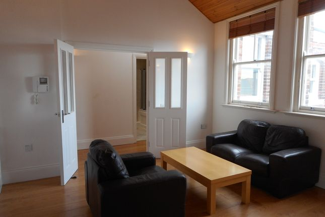 2 bed flat to rent in Oxford Street, Southampton