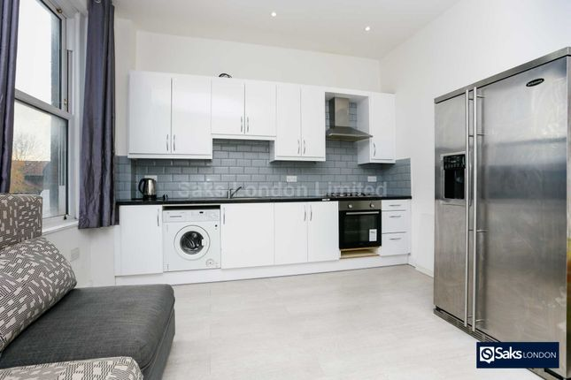 Thumbnail Flat to rent in Brixton Road, Oval