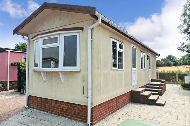 Thumbnail Mobile/park home for sale in London Road, Abridge, Essex