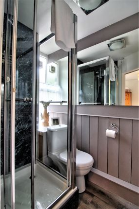 Ensuite 4 of Betws-Y-Coed LL24