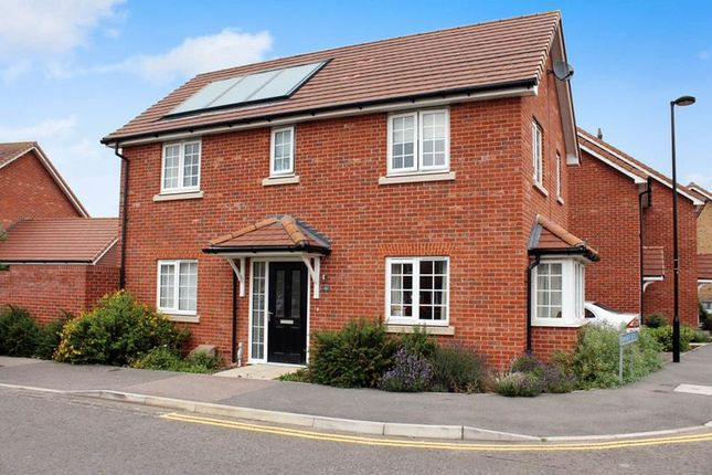 3 bed detached house for sale in Farnham Avenue, Wickford SS11