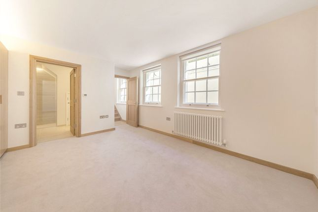 Thumbnail Property for sale in Warwick Square, London