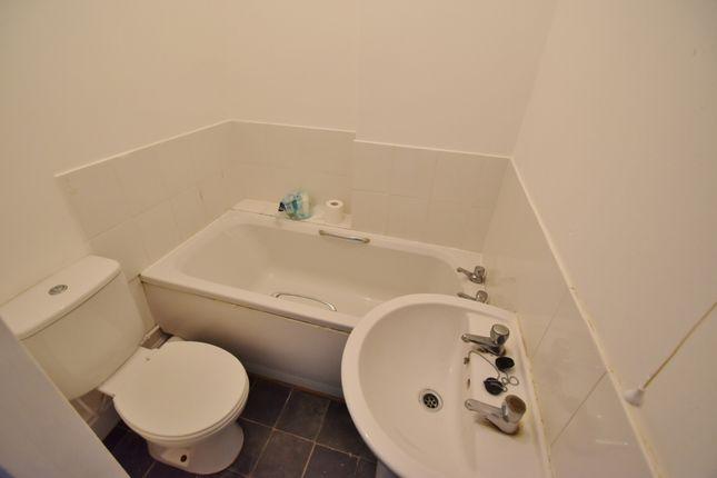 Bathroom of Firbeck Avenue, Skegness PE25