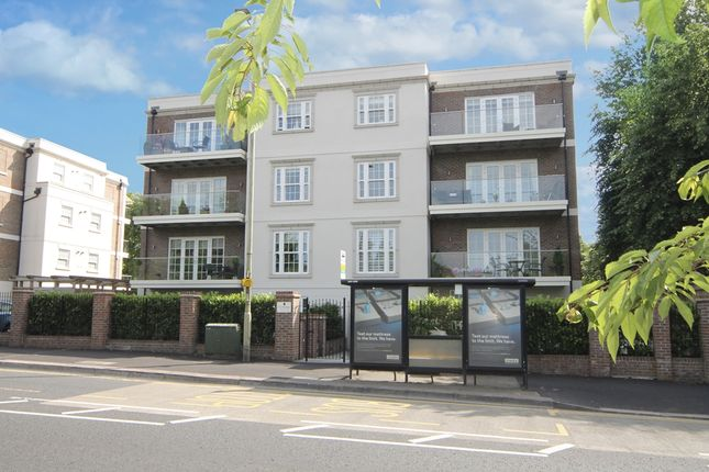 Thumbnail Flat for sale in Sparrows Herne, Bushey