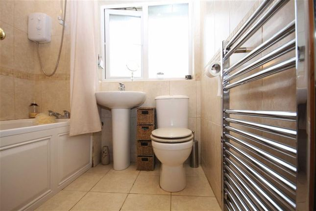 Bathroom of Briarwood Close, Leyland PR25