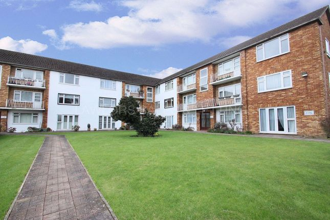 2 bed flat to rent in Fairstead Lodge, Snakes Lane, Woodford Green IG8