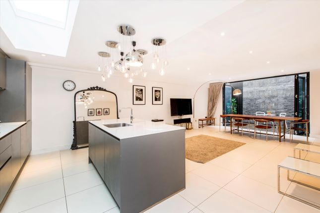 Thumbnail Terraced house to rent in Whittlebury Mews West, London