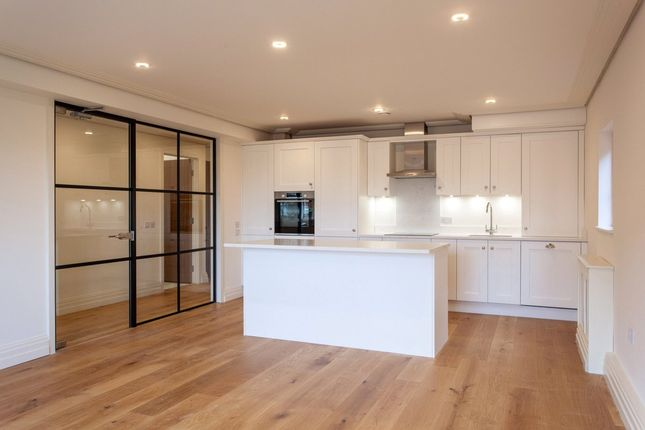 Thumbnail Flat for sale in Wargrave Road, Twyford, Berkshire