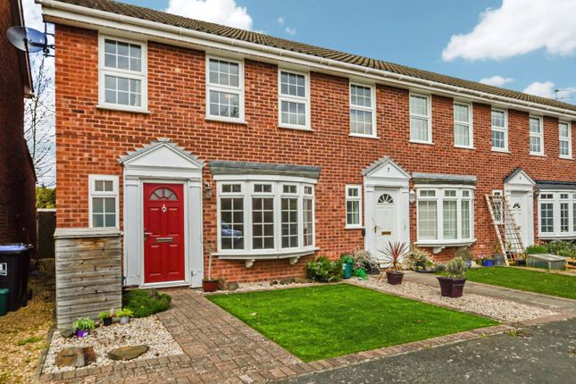 3 bed end terrace house to rent in Blenheim Close, West Byfleet, Surrey KT14