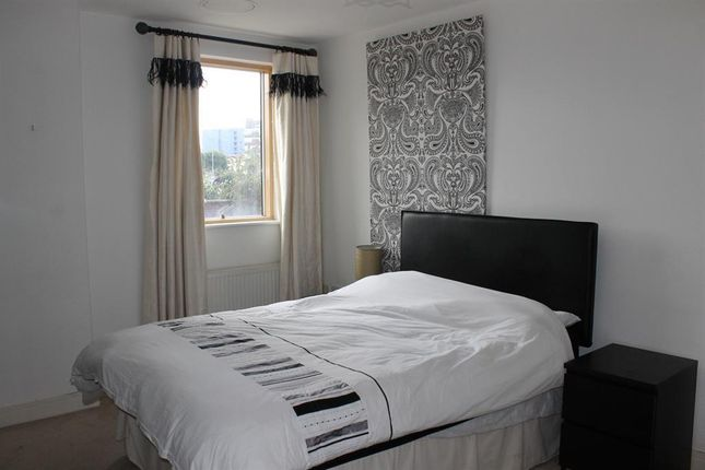 Thumbnail Flat to rent in Cromwell Court, Brewery Wharf, Leeds
