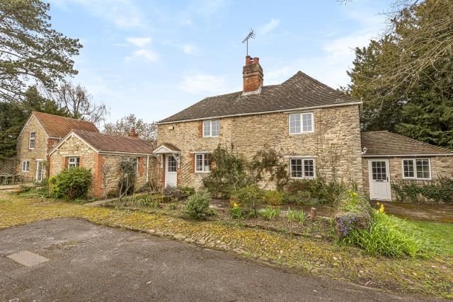 Thumbnail Cottage for sale in Frilford Heath, Oxfordshire