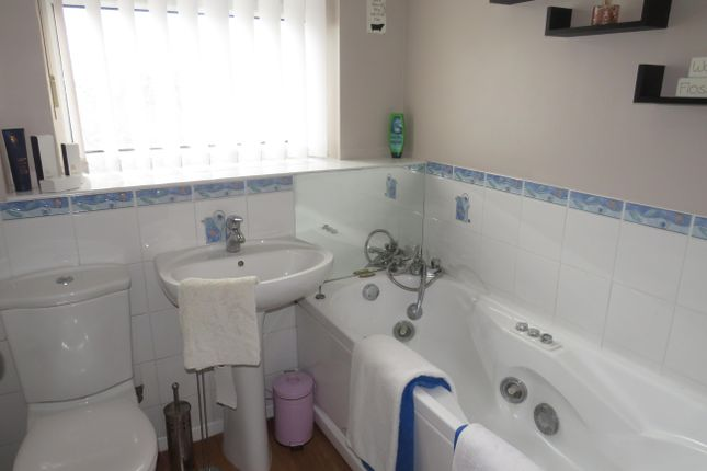 Bathroom of Bramcote Drive, Little Billing, Northampton NN3
