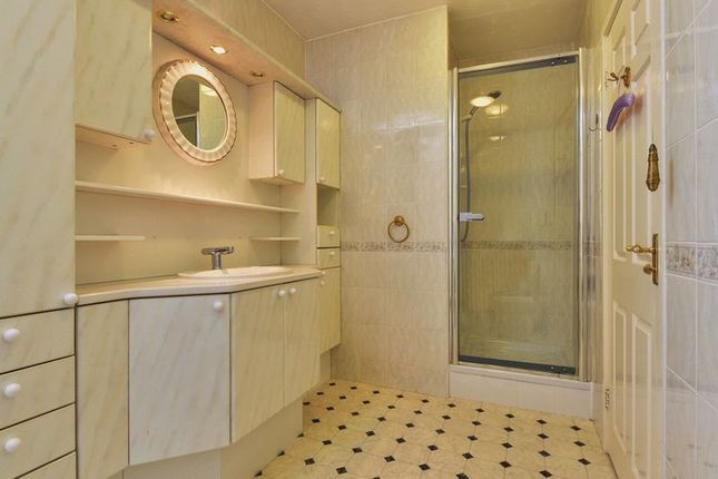 Master En Suite of Forest Drive, Kirby Muxloe, Leicester LE9