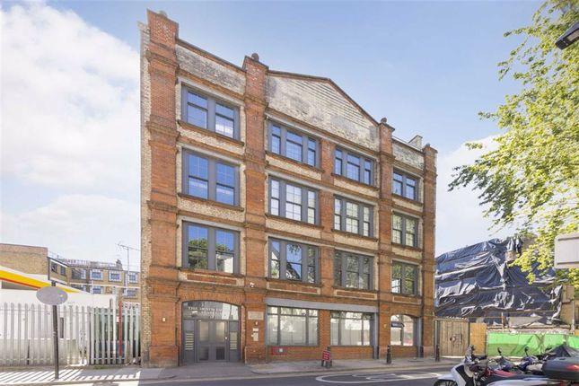Thumbnail Flat for sale in Davenant Street, London