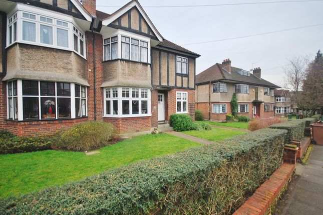 Thumbnail Flat to rent in Grove Avenue, Sutton