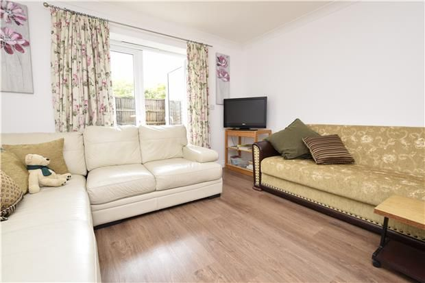 Thumbnail Flat to rent in Victoria Road, Gidea Park, Romford