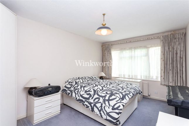 Picture No. 07 of Sunningfields Road, London NW4