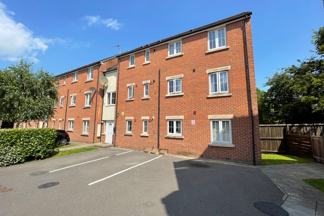 Thumbnail Flat to rent in Lakeside Mews, Thorne, Doncaster