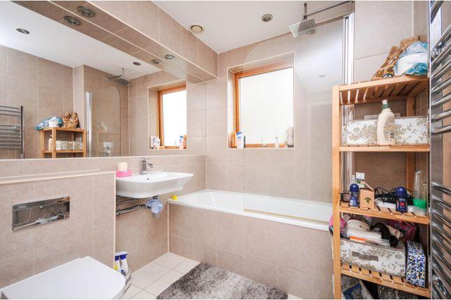 Family Bathroom of 52 Blackheath Hill, London SE10