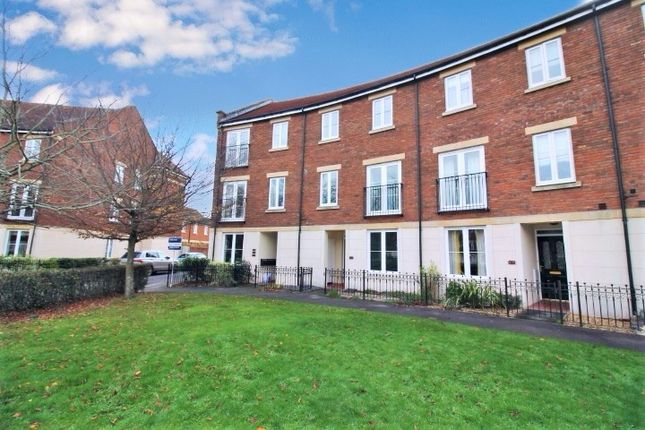 5 bed town house to rent in Gras Lawn, St. Leonards, Exeter EX2