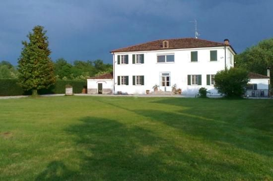 4 bed detached house for sale in Marmirolo, Marmirolo, Mantua, Lombardy, Italy