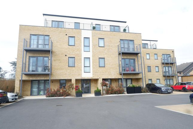 1 bed flat for sale in Long Lane, Hillingdon, Uxbridge UB10