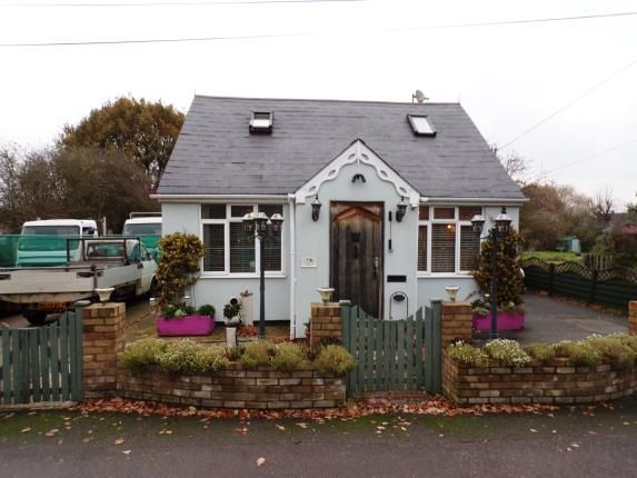 Thumbnail Bungalow for sale in Bowers Gifford, Basildon, Essex