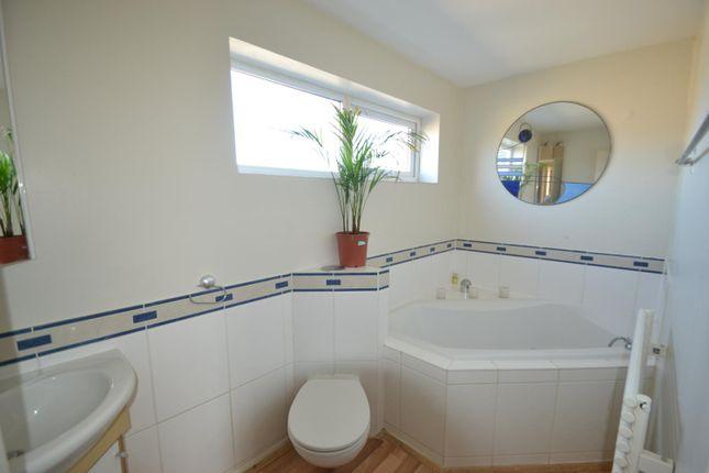 Main Bathroom of Mellor Close, Walton-On-Thames KT12