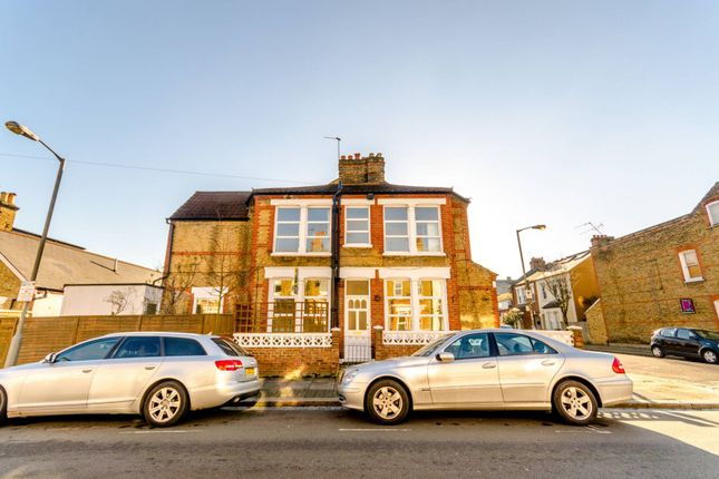 3 bed end terrace house to rent in Balvernie Grove, Southfields