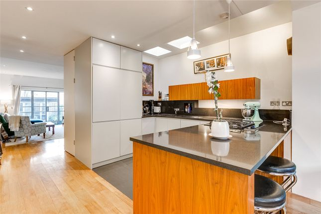 Thumbnail Property to rent in Aberdeen Park, London
